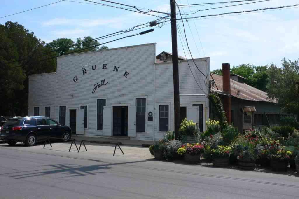 Gruene Historic District, New Braunfels - by Heather Cowper/flickr.com