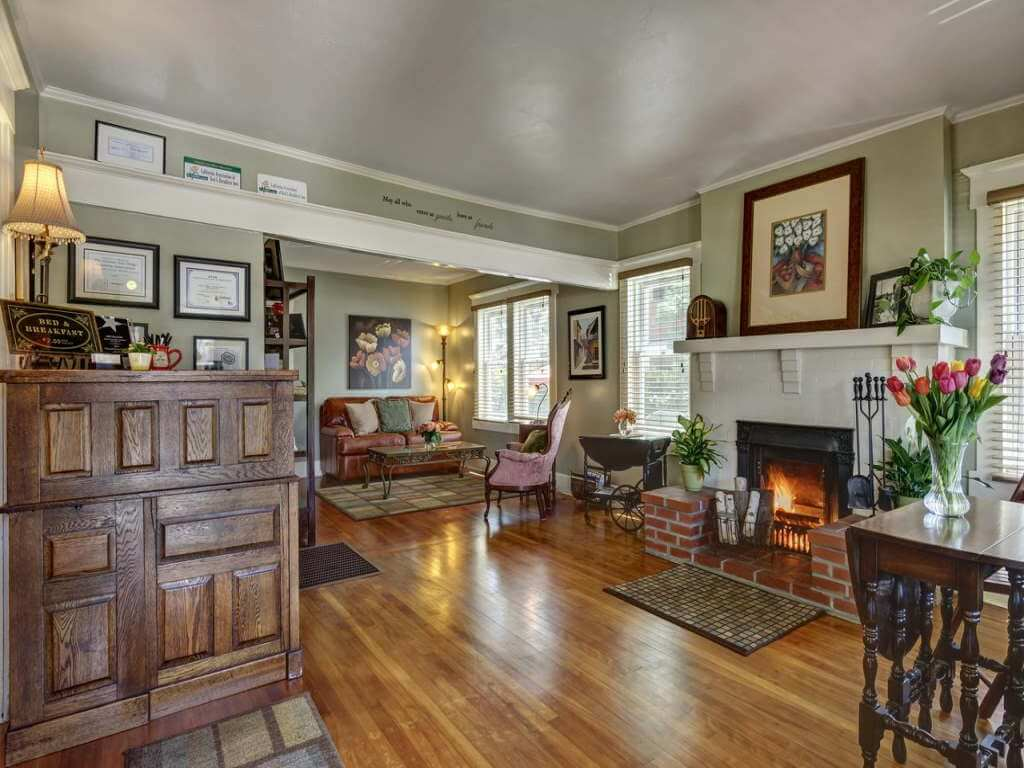 Hillcrest House Bed & Breakfast, USA – by Booking.com