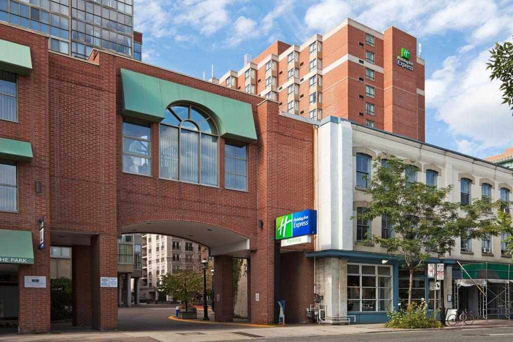 Holiday Inn Express Toronto Downtown - by Holiday Inn Express Toronto Downtown - Booking.com