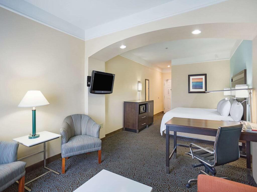 La Quinta Inn & Suites By Wyndham Houston / Booking.com