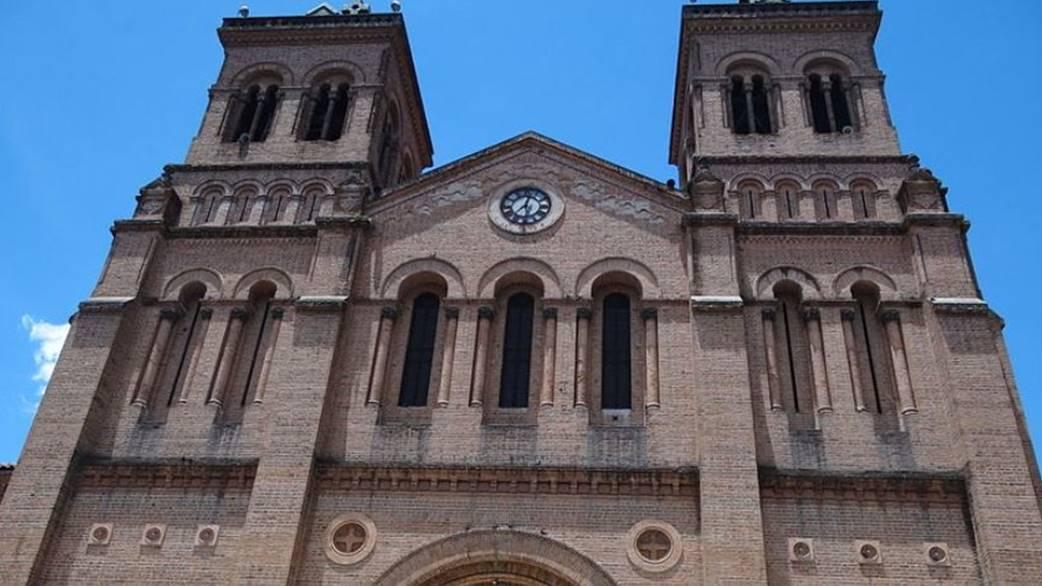 Metropolitan Cathedral of Medellin, Bolivia by Kamilokardona Wikimedia