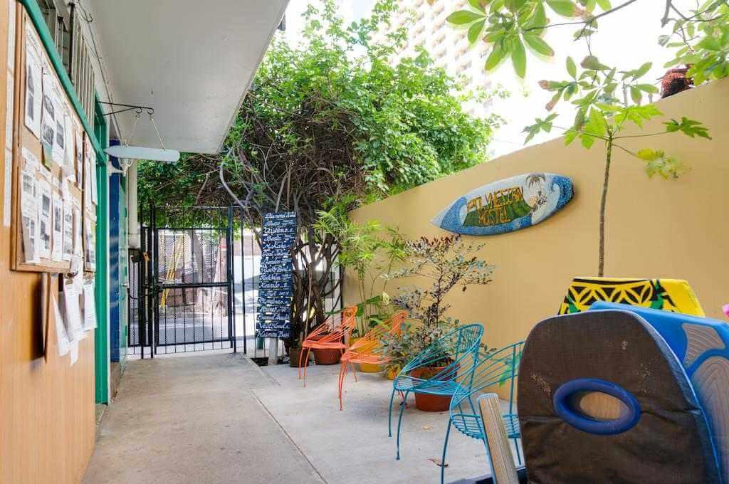 Polynesian Hostel Beach Club, Honolulu - Booking.com