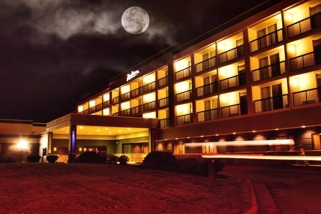 Radisson Hotel Niagara Falls-Grand Island, New York - Booking.com
