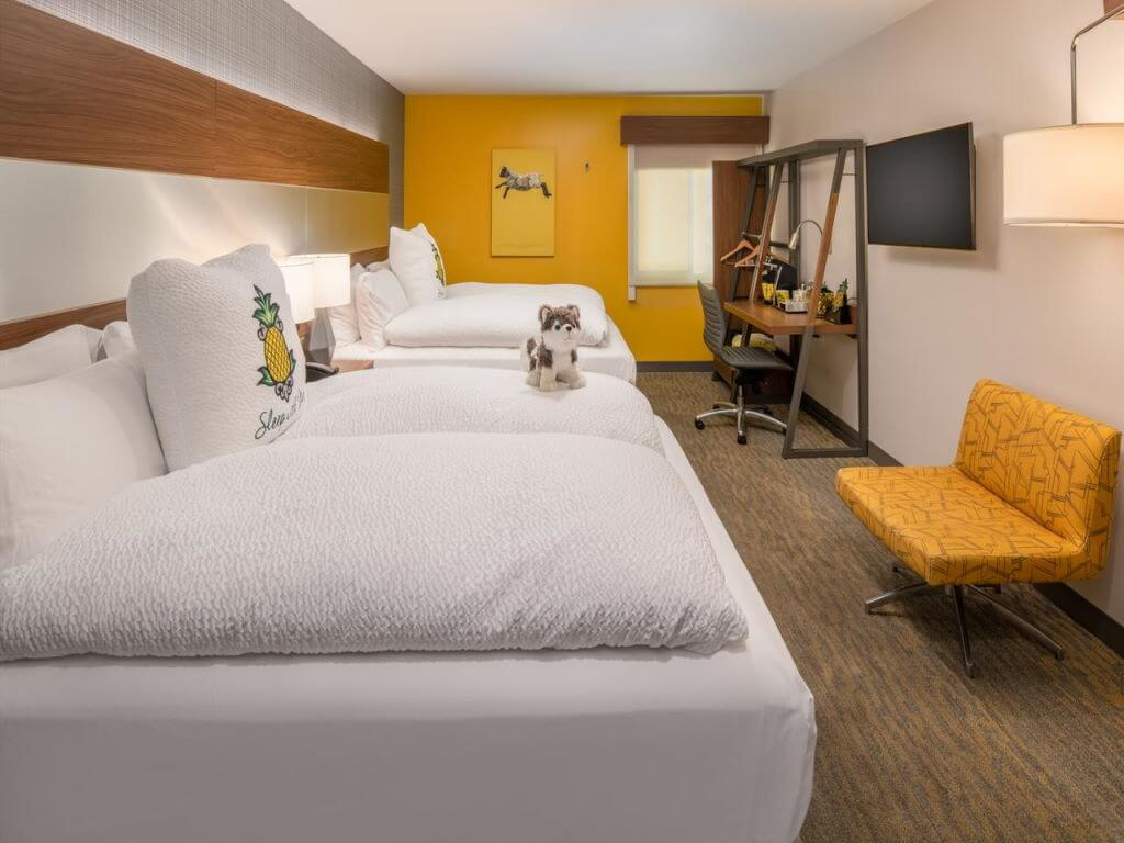 Staypineapple at Hotel Z, USA – by Booking.com