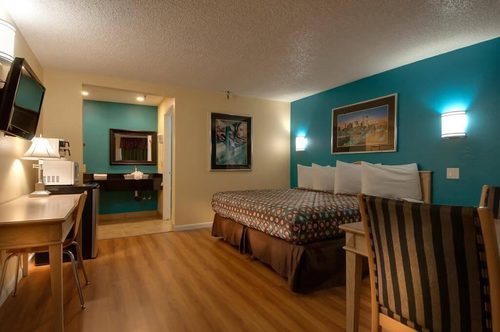 Vagabond Inn, Bakersfield, California, USA - by Vagabond Inn/Booking.com
