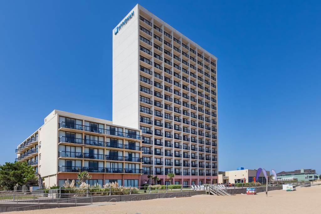 Wyndham Virginia Beach Oceanfront - by Booking.com