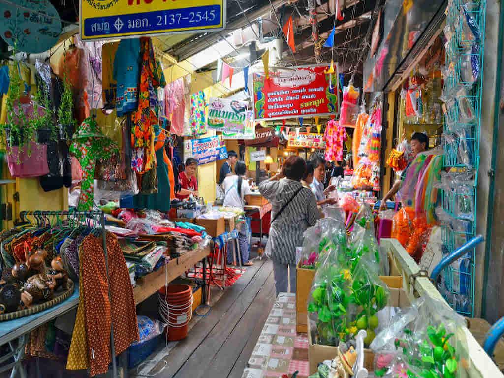 Bang Phli floating market – by Denis Costille_Shutterstock.com