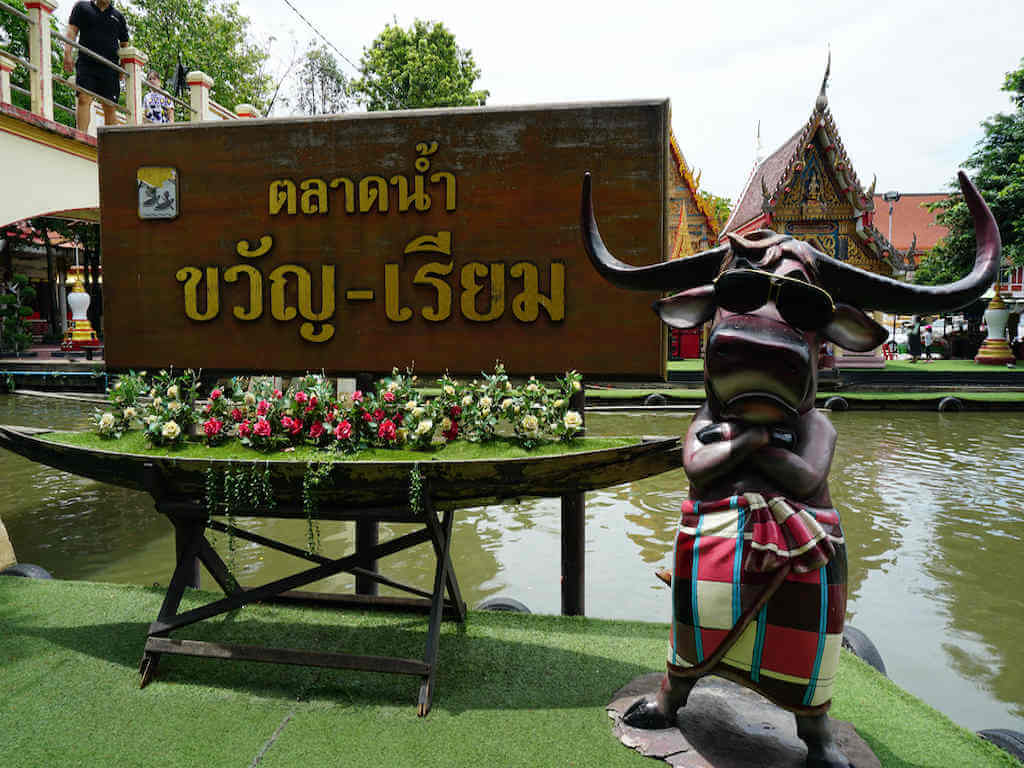 Entrance to Khwan Riam floating market – by Pup Thailand_Shutterstock.com
