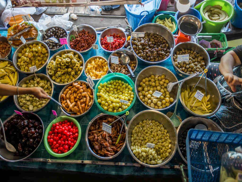Lam Phaya floating market - By Bangprikphoto_Shutterstock.com