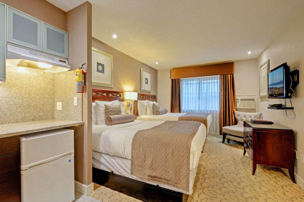 Red Lion Inn and Suites Victoria - by booking.com