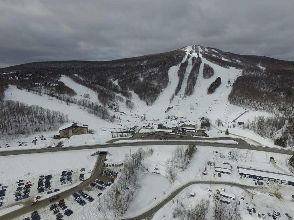 Bromley Mountain Resort, Vermont, United States - by Jared C. Benedict/Wikimedia Commons