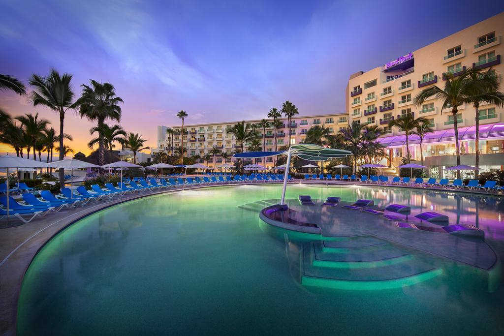 Hard Rock Hotel Vallarta - by booking.com