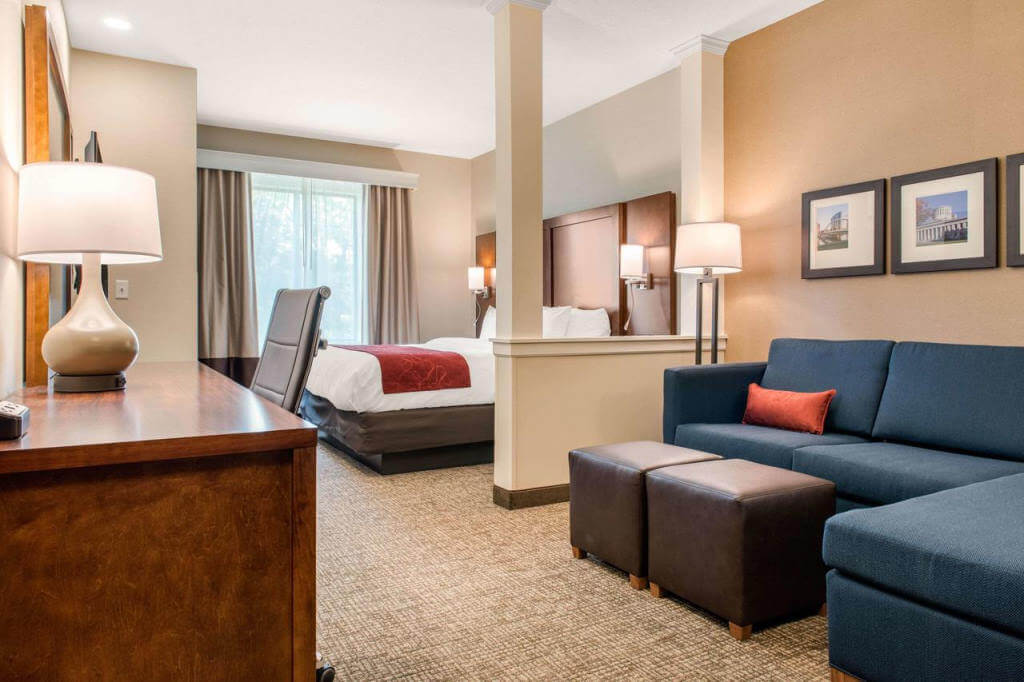 Comfort Suites Columbus Airport - by Booking