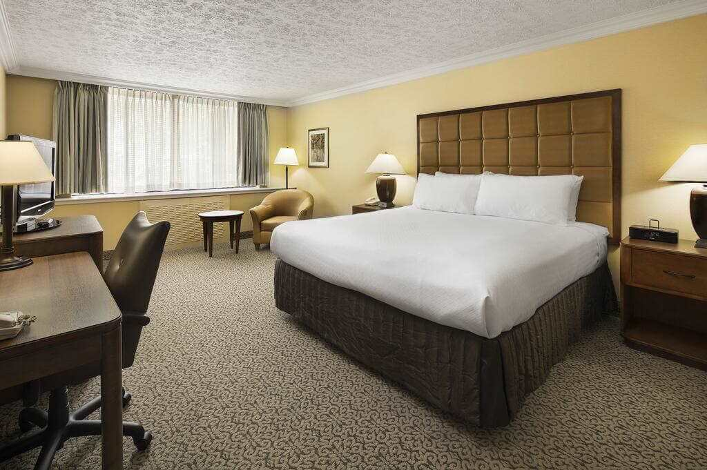 Crowne Plaza Louisville Airport Expo Center - by Booking