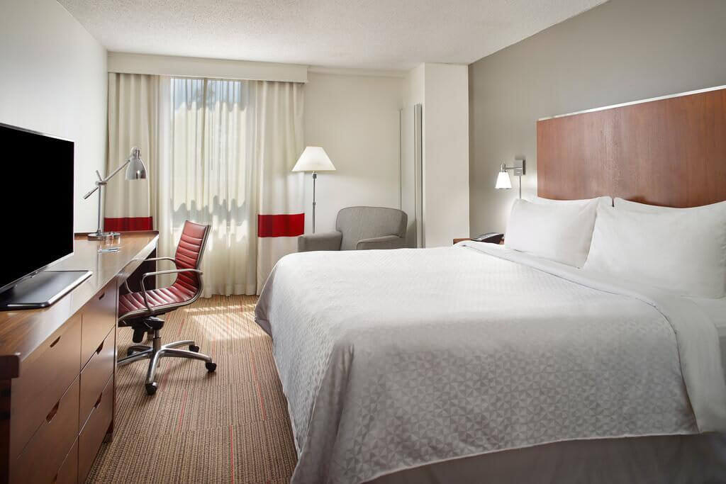 Four Points by Sheraton Charlotte - by Booking