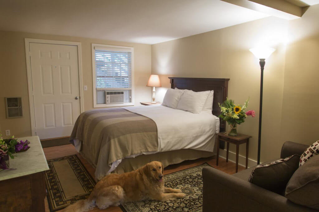 Inn on Shore Road - by Booking