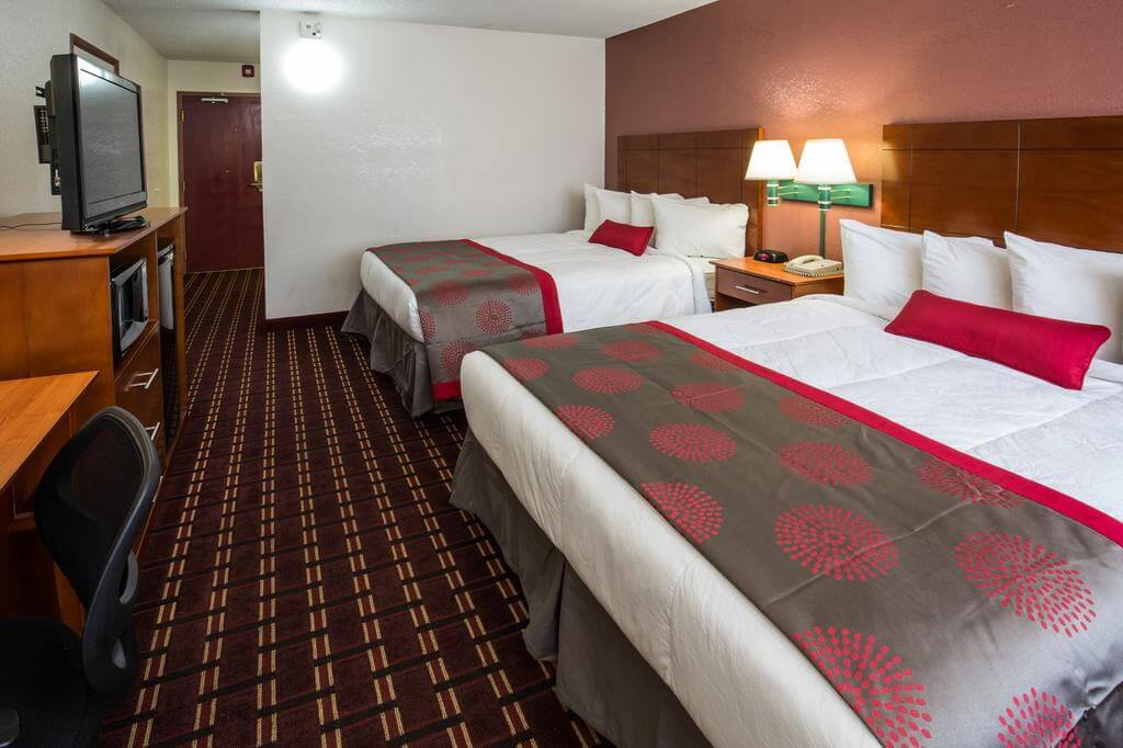 Ramada by Wyndham Medford Hotel & Conference Center - by Booking