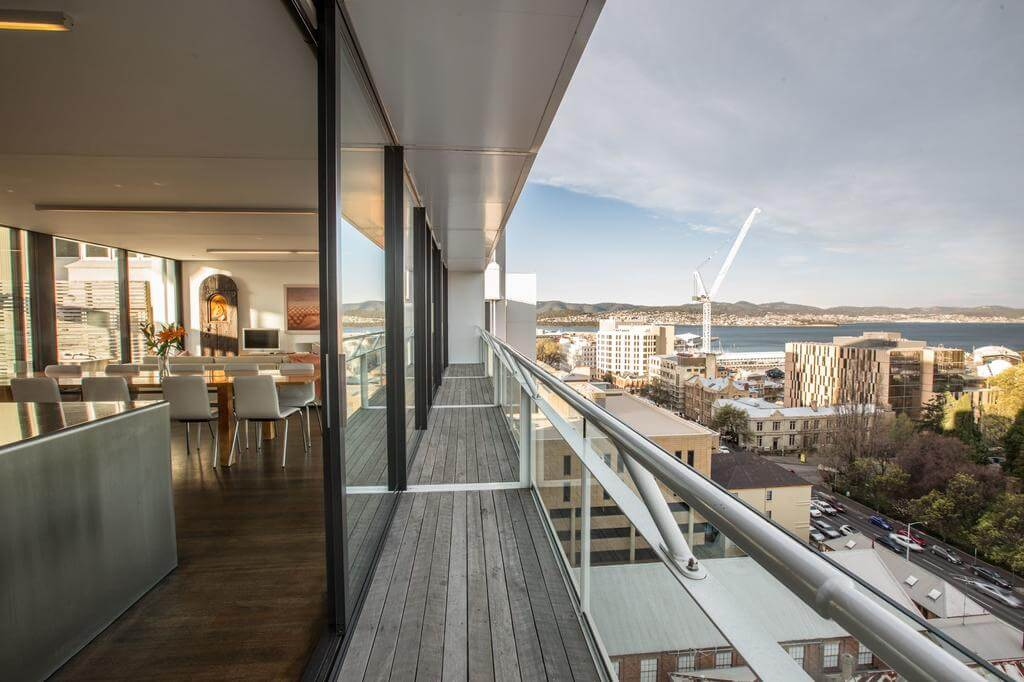 Avalon City Retreat, Hobart - by Booking