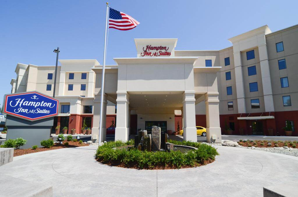 Hampton Inn and Suites Seattle - by Booking