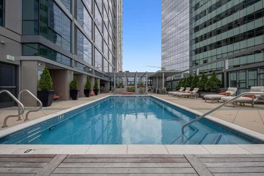 Lux High-Rise Flat + Walk Score 98 - by Booking