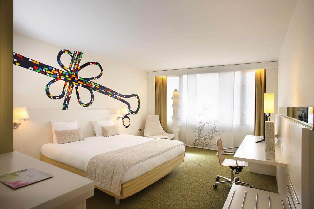 NH Brussels Bloom - by Booking