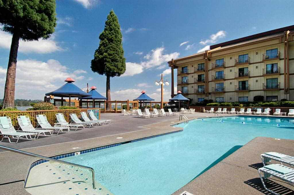 Red Lion Hotel on the River Jantzen Beach Portland - by Booking