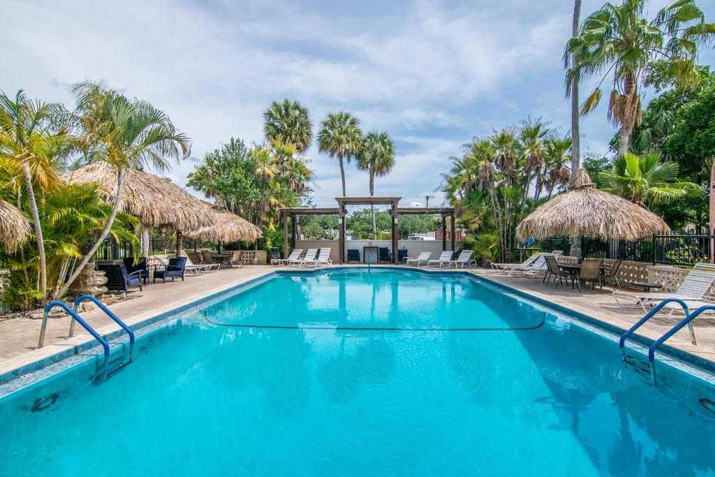 Tahitian Inn Boutique Hotel Tampa - by Booking