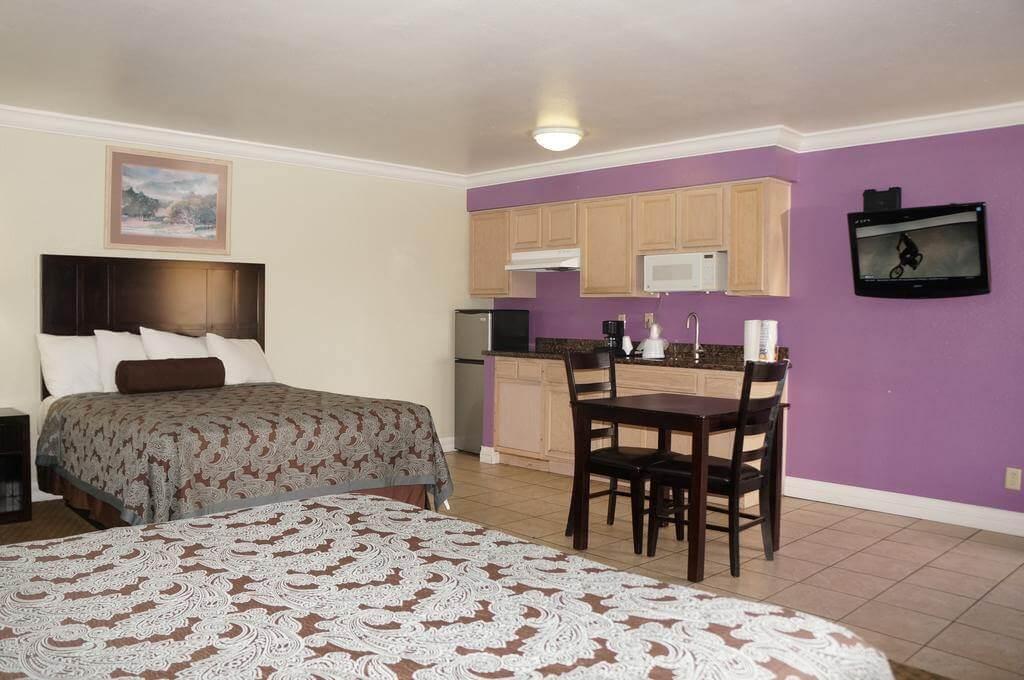 Americas Best Value Inn - Clovis - by Booking