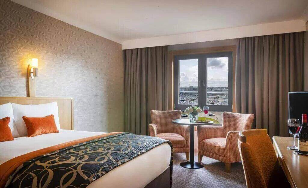 Clayton Hotel Manchester Airport - by Booking