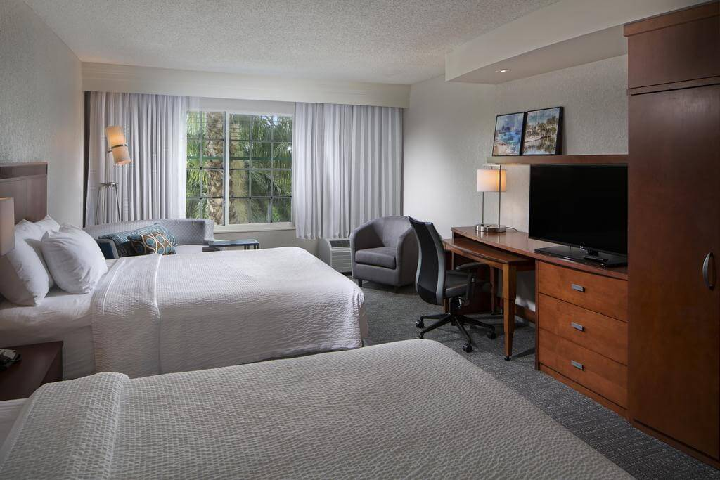 Courtyard by Marriott Fort Lauderdale Airport & Cruise Port - by Booking