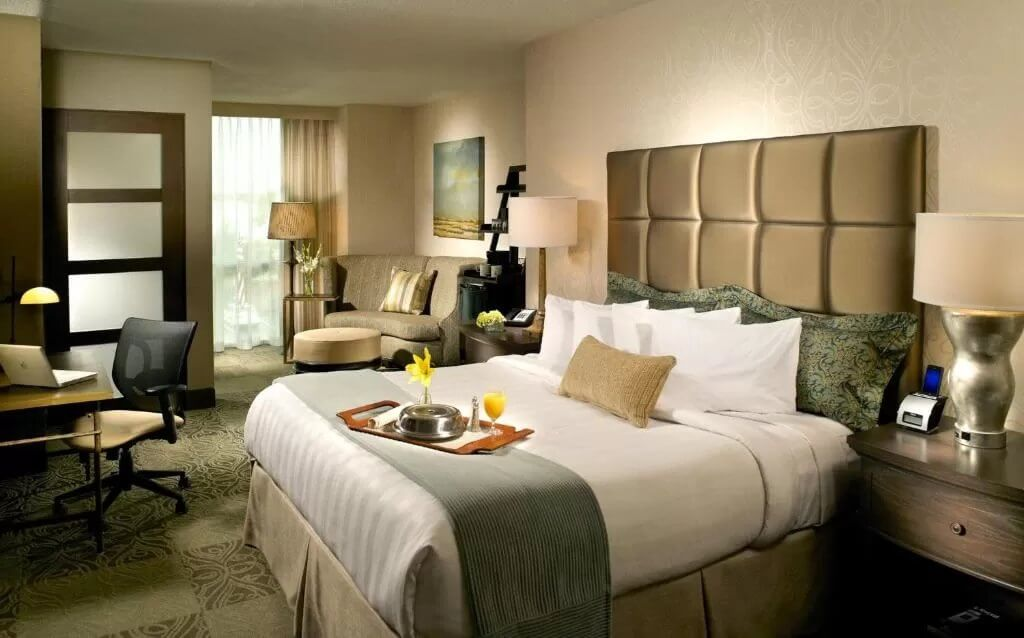 Crowne Plaza Charleston - by Booking