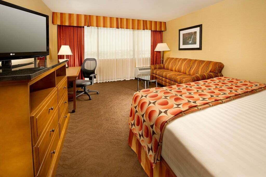 Drury Inn & Suites Phoenix Airport - by Booking