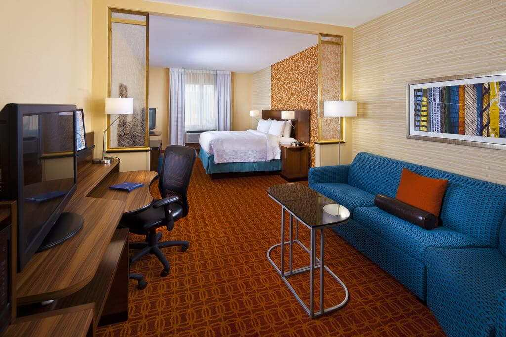 Fairfield Inn & Suites Houston Hobby Airport - by Booking