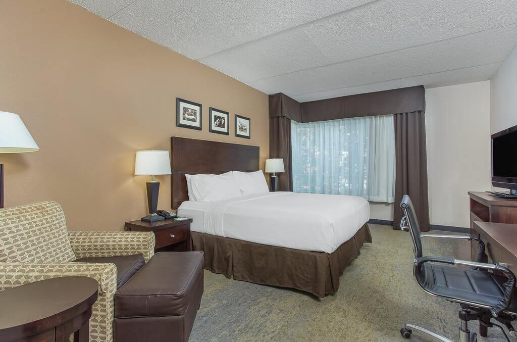 Holiday Inn Louisville Airport - Fair Expo - by Booking