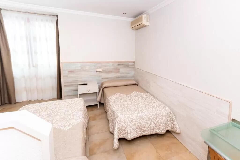 Hostal Viky - by Booking