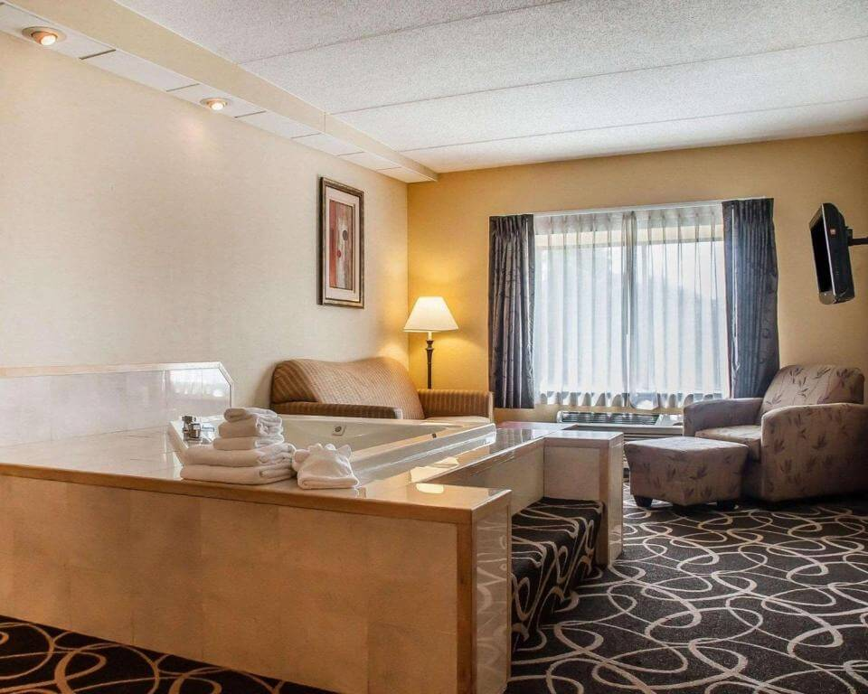 Quality Hotel & Suites at The Falls - by Booking