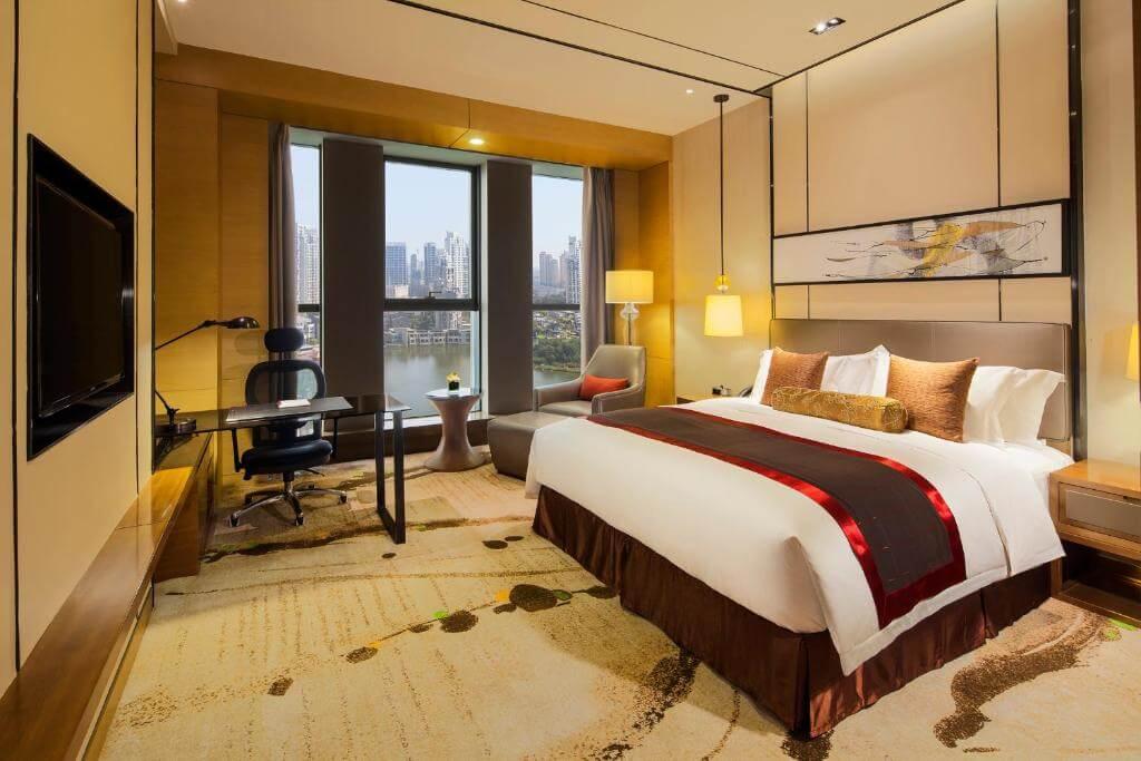 Crowne Plaza Tianjin Meijiangnan - by Booking